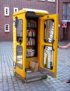 "Deutsche Telefonzelle als Mini-Bibliothek! // Old phone booths turned into mini- libraries in Germany. One Simple Rule: ""Bring a book, take a book, read a book! Mini Library, Little Library, Free Library, Library Books, Books To Read, My Books, Refurbished Phones, Telephone Booth, Little Free Libraries"