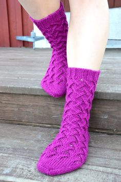 KARDEMUMMAN TALO: Tuttavuus FB:stä - Sirkka Wool Socks, Knitting Socks, Mittens, Knit Crochet, Diy And Crafts, Pattern, Knits, Fashion, Tricot