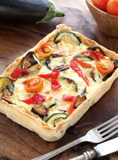 Discover recipes, home ideas, style inspiration and other ideas to try. Quiches, Keto Quiche, Quiche Lorraine, Vegetarian Recipes, Cooking Recipes, Healthy Recipes, Omelette Meister, Enjoy Your Meal, Vegetable Pie