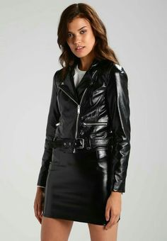 Shiny black leather skirt and leather jacket Black Faux Leather Jacket, Black Leather Skirts, Leather Dresses, Faux Leather Jackets, Outfit Essentials, Leder Outfits, Leather Fashion, Casual Outfits, Blue Outfits