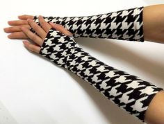 Fingerless Gloves.Black and White Jersey por AtufaAccessories, $28.00