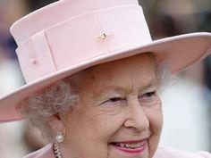 「Queen Elizabeth went to Royal Manchester Children's Hospital」の画像検索結果