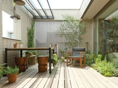 lovely courtyard, or maybe a balcony, with wooden flooring. Japan Interior, Patio Interior, Small Backyard Design, Balcony Design, Outdoor Rooms, Outdoor Living, Outdoor Decor, H Design, House Design