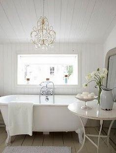 lovely bath tub -lovingly repinned by www.skipperwoodhome.co.uk