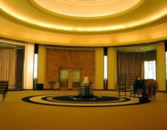 The Art Deco Round Room in the Carlu (formerly Eaton's Seventh Floor) in Toronto, Canada Pam Dewey onto Art Deco Art Deco Living Room, Art Deco Bedroom, Art Deco Bar, Art Deco Design, Toronto City, Toronto Canada, San Francisco Design, Streamline Moderne, Art Deco Buildings