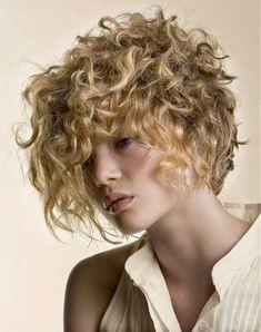 Parfait Moyens pour Avoir de Courts Cheveux Bouclés