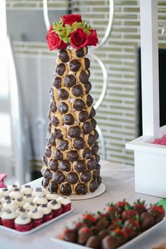 Cream puff tower, nice centerpiece for dessert table Fiesta Decorations, Valentine Decorations, Single Serve Desserts, Fun Desserts, Butterfly Garden Party, Fundraiser Party, Macedonian Food, Croquembouche, Food Gallery