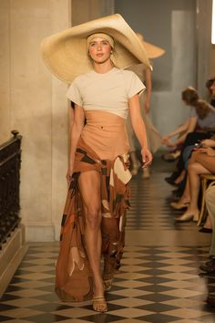 Jacquemus | Ready-to-Wear - Spring 2018 | Look 25