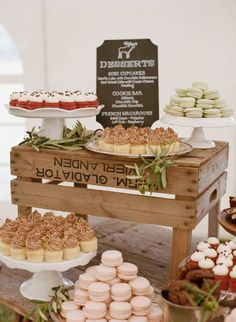 Rustic Wedding Dessert Display Using Wooden Crates - Style Me Pretty Dessert Party, Buffet Dessert, Dessert Tables, Dessert Ideas, Simple Dessert, Rustic Food Display, Food Display Tables, Rustic Cupcake Display, Display Ideas