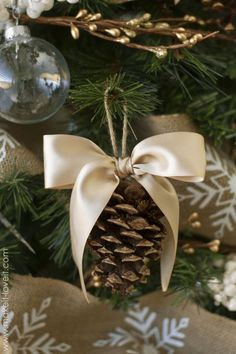 To Make Cute DIY Christmas Tree Ornaments A simple pinecone can clean up pretty nicely with the help of a neutral bow attached to its top.A simple pinecone can clean up pretty nicely with the help of a neutral bow attached to its top. Burlap Christmas Tree, Christmas Ornaments To Make, Rustic Christmas, Christmas Crafts, Holiday Tree, Pinecone Ornaments, Diy Ornaments, Natural Christmas, Elegant Christmas