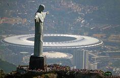 In un paese grande come un continente si passa dall'agio al disagio, dal caldo al freddo delle genti. Partendo da un grandioso concerto a Rio de Janeiro..