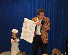 Kindershow Rich Magic De kindershow van goochelaar Rich Magic is altijd erg succesvol. De reden hiervan is, dat hij niet alleen voor de kinderen goochelt, maar ook met de kinderen. De kinderen zullen veel juichen, joelen, lachen en interactief aan de show deelnemen, wat zij maar al te graag doen. http://www.sintentertainment.nl/voorprogramma.html