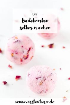 ➤ Badebomben selber machen – ein tolles DIY Geschenk DIY gift: make bath bombs yourself with step by step video instructions. Making cosmetics yourself is very easy and a great gift for Christmas Diy Gifts To Sell, Diy Food Gifts, Diy Christmas Presents, Christmas Diy, Bath Boms Diy, Diy Lip Gloss, Nails Polish, Bath Bombs, Diy Beauty
