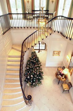 Railing/Stairs Architect Spotlight: J. Wilson Fuqua and Associates - The Enchanted Home Staircase Railings, Stairways, Traditional Decor, Traditional House, Stairs To Heaven, Entrance Foyer, Enchanted Home, Pretty Room, Interior Stairs