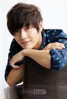 Kang Haneul born Kim Haneul on February 21 1990 is a South Korean film television and theater actor Moon Lovers Scarlet Heart Ryeo actor Kang Ha Neul Korean Star, Korean Men, Asian Men, Cute Celebrities, Korean Celebrities, Asian Actors, Korean Actors, Korean Dramas, South Corea