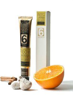 A combinação de figo com laranja é extremamente delicada e resulta na perfeição. Sendo o figo um fruto de elevada consistência e a laranja um fruto mais suculento, a canela vem finalizar este doce com um toque adocicado, e um aroma muito característico.  Composição: Figo, Laranja, Açúcar, Canela, pectina de citrinos e sumo de limão. Preparado com 55g de frutos por 100g de doce. Peso líquido: 75g