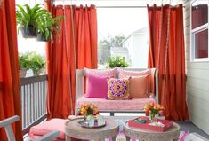 28 Awesome DIY Outdoor Privacy Screen Ideas with Picture It's good to have a beautiful backyard where you can have a quality time with your family & friends. Check out these DIY outdoor privacy screen ideas. Outdoor Curtains For Patio, Balcony Curtains, Balcony Privacy, Privacy Curtains, Privacy Screen Outdoor, Privacy Walls, Diy Curtains, Diy Patio, Privacy Screens
