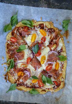 I disse dager tas det bilder til både FIT PÅ 30 DAGER og den nye versjonen av SPIS MAGEN FLATsom begge blir tilgjengelig rett over sommeren. Som vanlig har jeg lagt mye energi i å utvikle oppskrifter hvor du finner alle ingrediensene på vanlige matbutikker. En gjenganger på FIT PÅ 30 DAGER har vært Fitness… Great Recipes, Healthy Recipes, Healthy Meals, Gluten Free Pizza, Pasta, Recipe Boards, Pizza Recipes, Food For Thought, Vegetable Pizza