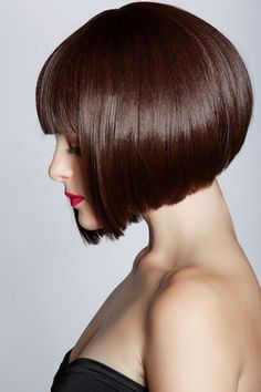 Brown-Blunt-Bob-with-Bangs Best Short Brown Haircuts 2019 Retro Hairstyles, Hairstyles For Round Faces, Short Bob Hairstyles, Brown Hairstyles, Bob Haircuts, 2014 Hairstyles, Formal Hairstyles, Summer Hairstyles, Short Brown Haircuts