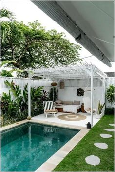 Indeed, people build pool house add beauty value to the owner's property. Find out most popular Pool House Ideas around the net here! Small Swimming Pools, Small Pools, Swimming Pools Backyard, Swimming Pool Designs, Small Pool Ideas, Small Pool Houses, Houses With Pools, Lap Pools, Indoor Pools