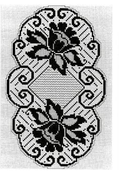 Цветочная филейная салфетка крючок схема