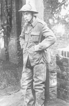 THE GERMAN SPRING OFFENSIVE, MARCH-JULY 1918 - A visibly dazed soldier, taken prisoner by the Germans, probably in April As Shell shock was not a recognized condition, the British treated these poor unfortunates as cowards and sadly a few were executed. Wilhelm Ii, Kaiser Wilhelm, British Soldier, British Army, World War One, First World, Ww1 Soldiers, Shell Shock, War Photography