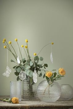 Vase Bungalow, craspédia, eucalyptus, easter, papercut