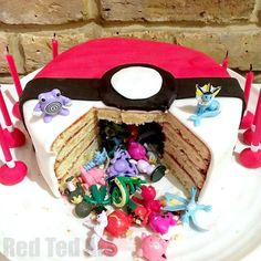 DIY Pokemon Cake – Surprise Pinata Pokeball Cake – Red Ted Art If you want to WOW the kids, you must check out this easy DIY Pokemon Cake! It is easy to make and contains a fabulous Pokemon Mini Figure surprise. Pokemon Themed Party, Pokemon Birthday Cake, Diy Birthday Cake, 6th Birthday Parties, 7th Birthday, Birthday Cakes For Boys, Birthday Ideas, Pokemon Torte, Pokemon Cakes