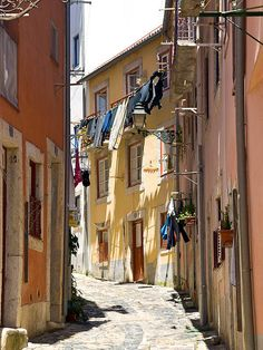 Lisbon, Portugal-been there! One of my favorite European cities. Portugal Country, Spain And Portugal, Algarve, Travel Around The World, Around The Worlds, Places To Travel, Places To Visit, Portuguese Culture, Old Street
