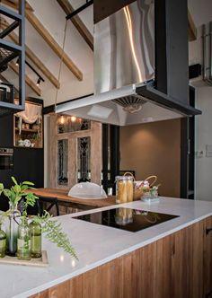 Our Favorite kitchen storage decor exclusive on gardner and bar Simple Kitchen Design, Best Kitchen Designs, Kitchen Layout, Kitchen Decor Themes, Kitchen Ideas, Timeless Kitchen, Kitchen Planner, Small Space Kitchen, Diy Kitchen Storage