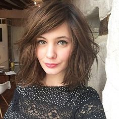Cute Haircuts for Shoulder Length Hair Shoulder Length Hair with Side Bangs – Farbige Haare Side Bangs Hairstyles, Bob Hairstyles, Stylish Hairstyles, Side Bangs Long Hair, Shoulder Length Hair With Bangs, Updo Hairstyle, Party Hairstyles, Short Hair Side Fringe, Thick Side Bangs