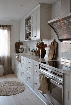 Rustic Kitchen, New Kitchen, Kitchen Dining, Kitchen Cabinets, Küchen Design, Interior Design, Modern Farmhouse Style, Kitchen Organization, Sweet Home