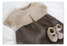 Cardigan court en 3 mois, modèle Phildar printemps 2009, en Phil Bambou coloris Ficelle de Phildar et Babies 0/3 mois, Tricots Intemporels pour Bébé de Citronille, même laine