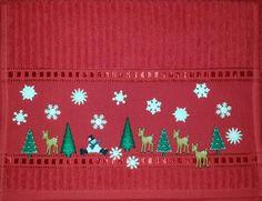 Toalla con adorno de botones navideños, para decorar todos los rincones de nuestra casa. Christmas Tea, Christmas Crafts, Christmas Door Decorations, Holiday Decor, Bargello, Hula, Hand Embroidery, Cross Stitch, Diy Crafts