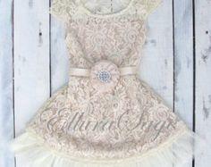 Champagne bloemenmeisje jurk lace baby jurk rustieke door ElluraSage
