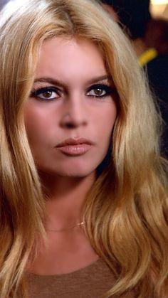 Brigitte Bardot Young, Bardot Hair, Bridgitte Bardot, Cinema Tv, Catherine Deneuve, Celebrity Makeup, The Most Beautiful Girl, Beautiful Celebrities, Portraits