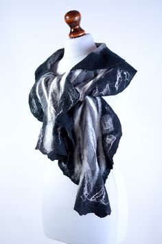 Nuno felt scarf made in black and white out of crinkle silk chiffon and fine merino wool. It is just what you need to become a queen of the night! #scarf #nunofelt #nunofelting #silk #black #black&white #nunofelt_scarf #nuno_felted_scarf