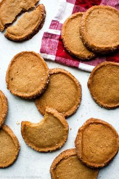 Don't let its simplicity fool you! This brown sugar shortbread is deliciously chewy, tender, crisp on the edges, and fabulously easy to make. Candy Corn Cookies, Brown Sugar Cookies, Traditional Shortbread Recipe, Halloween Sugar Cookies, Sallys Baking Addiction, Homemade Vanilla, Pumpkin Cookies, Christmas Baking, Christmas Cookies