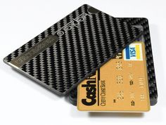 The Keplero Carbon Fiber Wallet is the first magnetic Luxury Wallet made of pure carbon fiber that is super thin, light and strong.