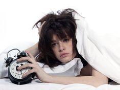 Sofres de insónias ou demoras muito para adormecer? Algumas vezes, quando mais queremos ou precisamos dormir, algo inexplicável acontece deixando a nossa mente impaciente. A sensação é ainda pior quando percebemos que o nosso corpo está realmente cansado, mas por algum motivo, a nossa mente não desliga.