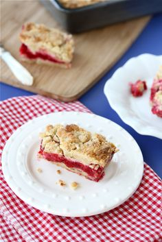Quick and Easy Raspberry Crumb Bar Recipe with Almond Streusel Topping by CookinCanuck#Bars #Raspberry #cookingcanuck
