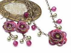 Tatted Lace Daisy Pendant Necklace and Earrings Set