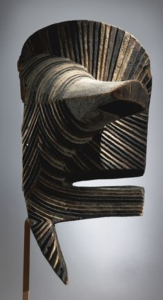 MONUMENTAL SONGYE KIFWEBE MASK, DEMOCRATIC REPUBLIC OF THE CONGO Height: 28 in (71.1 cm) | Sotheby's