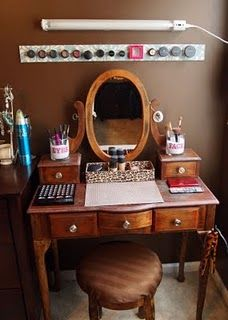 another version of the magnetic makeup board. very smart!