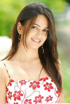 Latest Unseen Hot Sizzling Photoshoot Pics of Kriti Kharbanda - Cinebuzz Most Beautiful Bollywood Actress, Beautiful Actresses, Hot Actresses, Indian Actresses, Look Wallpaper, Iphone Wallpaper, Kriti Kharbanda, Beautiful Red Dresses, Stylish Girl Images