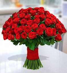 This stunning arrangement of 100 enchanting red roses makes for a heartwarming gift to floor your beloved. These medium stemmed flowers are artfully hand tied with a red satin ribbon. Online Flower Delivery, Same Day Flower Delivery, Mothers Day Flowers, Send Flowers, Amazing Flowers, Beautiful Roses, Flower Shop Dubai, 100 Red Roses, Hollyhocks Flowers
