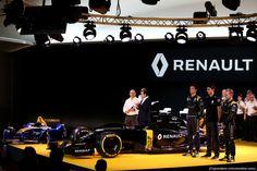 RENAULT F1 PRESENTAZIONE 2016, (L to R): Frederic Vasseur (FRA) Renault Sport Formula One Team Racing Director, Carlos Ghosn (FRA) Chairman of Renault, Kevin Magnussen (DEN) Renault Sport Formula One Team, Jolyon Palmer (GBR), Renault Sport Formula One Team e Esteban Ocon (FRA), Renault Sport Formula One Team. 03.02.2016.
