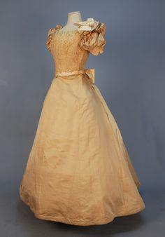 Evening dress. 1800