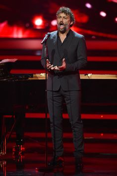 Jonas Kaufmann Photos Photos - Jonas Kaufmann performs live on stage during the Bambi Awards 2014 show on November 13, 2014 in Berlin, Germany. - Bambi Awards Show