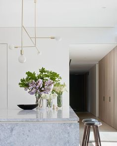The Concrete Conceal House By Tecture Local Australian Interior Design & Residen. : The Concrete Conceal House By Tecture Local Australian Interior Design & Residen. Contemporary Interior Design, Modern Kitchen Design, Interior Design Kitchen, Marble Interior, Modern Contemporary, Rooms Decoration, Decoration Design, Room Decor, Australian Interior Design
